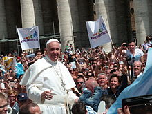 Francis-with-crowd
