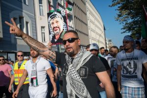 Antisemitic_Protester_in_Berlin-300x200